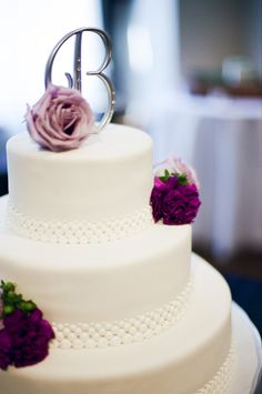 Nashville Garden Wedding | White Pearl wedding cake - Photo: JHenderson Studios