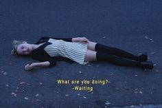 cassie skins what are you doing? Art Grunge, Grunge Quotes, Grunge Goth, Grunge Style, Citations Grunge, Fotografia Grunge, Cassie Skins, Hannah Murray, Foto Gif