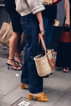 Street style at London Fashion Week in collaboration with Moeez Ali Jute Bags, Summer Is Here, Signature Design, Handbags Online, British Style, Womens Tote Bags, London Fashion, Collaboration, Straw Bag