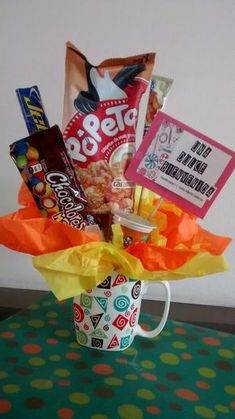 Chocolate Party, Chocolate Bouquet, M & M Chocolate, Candy Bouquet, Treat Holder, Love Is Sweet, Creative Gifts, Gift Baskets, Diy Gifts