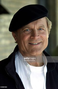 """""""Close-up of Italian actor Terence Hill as the priest in a photo shooting on the set of the TV series 'Don Matteo'. Bud Spencer, Mario, Italian People, Terence Hill, Handsome Actors, Silver Age, Old Tv, Priest, Movie Stars"""