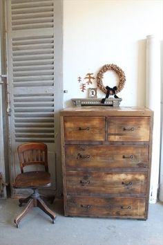 Rustic Multiple Drawers Pallet Dresser