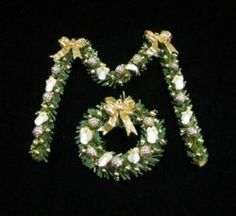 Gold Angel Wreath and Garland Wreaths And Garlands, Dollhouse Miniatures, Christmas Decorations, Angel, Decorating, Elegant, Simple, Gold, Jewelry