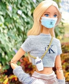 ❤️ Who said wearing a mask can't be fashionable! Stay safe and fabulous. Visit us online to shop health, beauty, and over-the-counter essentials. Barbie Sets, Barbie Dolls Diy, Barbie Fashionista Dolls, Diy Barbie Clothes, Barbie Model, Barbie Life, Barbie World, Barbies Pics, Beautiful Barbie Dolls