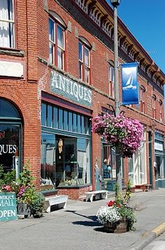 Anacortes Town ~ Fidalgo Island, Washington...the owners of this shop were very happy when we came to their store :-))  I wish it wasn't so far away ~ we'd go there every week!