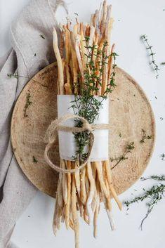Rosmarin-Parmesan-Grissini von Italy food culture Italian cuisine, o… Italian Pastries, Italian Desserts, Italian Recipes, Easy Bread Recipes, Pizza Recipes, Salad Recipes, Leftover Pizza, Italy Food, Gastronomia