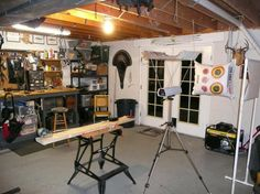 archery work bench/area This is amazing! Archery Shop, Archery Tips, Archery Hunting, Archery Range, Deer Hunting Tips, Bow Shop, Bow Arrows, Survival Knife, Man Cave