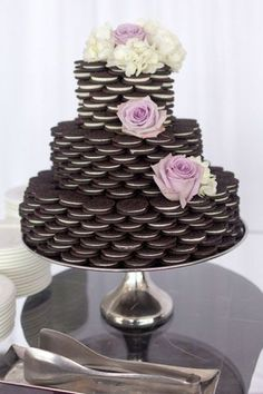 Ridiculously easy DIY oreo cake for a bridal shower! So original and it also looks stunning! Pin this idea now! http://www.mysweetengagement.com/galleries/bridal-shower-bachelorette (easy sweets diy)