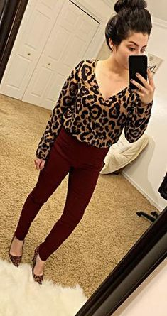 How to Wear Burgundy Colored Pants – The Asterisk Boutique Burgundy Pants Outfit, Burgundy Jeans, Colored Pants Outfits, Burgundy Top, Burgundy Color, New Outfits, Fall Outfits, Cute Outfits, Work Outfits