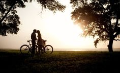 love bikeride at sunset kiss