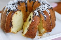 Classic vanilla pound cake ~ the quintessential Southern dessert. And this version is true Southern perfection. Best Pound Cake Recipe, Pound Cake Recipes, Cheesecake Recipes, Coconut Pound Cakes, Ring Cake, Chocolate Pound Cake, Southern Desserts, Cream Cheese Pound Cake, Bunt Cakes