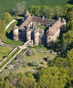 The medieval castle of Ratilly (Yonne) Chateau Medieval, Medieval Town, Medieval Castle, Beautiful Castles, Beautiful Buildings, Beautiful Places, Medieval Fortress, French Castles, Visit France