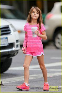 Katie Holmes & Suri Cruise Grab Many Morning Coffees! | katie holmes suri grab many morning coffees 03 - Photo