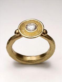 18 carat yellow gold ring large diamond