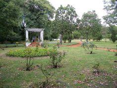 El Parque Chacabuco de Buenos Aires, fue trazado conforme ordenanza municipal del año 1903, y abrió sus puertas como parque público en el año 1909.