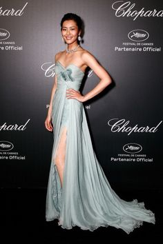 Liu Wen in Elie Saab Couture at the 2014 Cannes Film Festival Elie Saab Couture, Elie Saab Gowns, Liu Wen, Festival Mode, Festival Fashion, Festival Party, Chiffon Dress, Strapless Dress Formal, Cannes Film Festival 2014