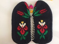 This Pin was discovered by Gul Crochet Shoes, Crochet Slippers, Knitted Booties, Knitted Hats, Tunisian Crochet, Knit Crochet, Bare Foot Sandals, Knitting Socks, Diy And Crafts