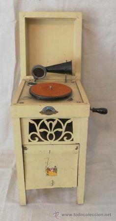 RARO RARISIMO, CURIOSO GRAMOFONO ORIGINAL GRAMOPHONE PHONOGRAPHE MUEBLE DE NIÑO BABY CABINET
