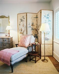 Corner - Bunny Williams Photo - A folding screen layered behind an upholstered chaise longue Decorative Screens, Bedroom Photos, Asian Decor, Bedroom Decor, Comfy Bedroom, Lounge, House Design, Interior Design, Interior Ideas