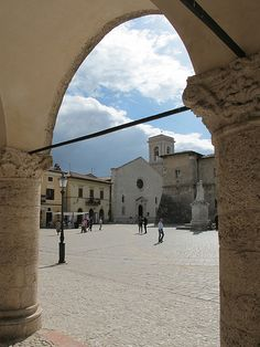 Archway into Piazza St. Benedetto in Norcia.