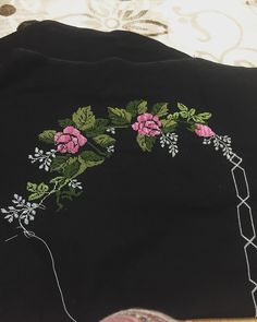 Kanaviçe Etamin Seccade Modelleri 32 Adet En Güzel Şablonlar Cross Stitch Embroidery, Elsa, Autumn Fashion, Fall, Groomsmen, Cross Stitch, Hand Embroidery, Dots, Flowers