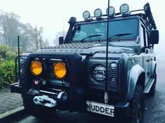 Land Rover Defender 90 Td4 Sw Se customized extreme adventure sports.