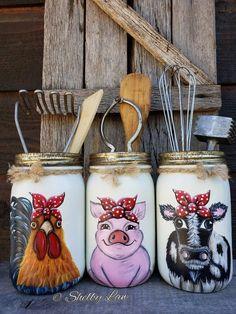 Your place to buy and sell all things handmade Utensil Holder Set of Three Mason Jars Farm Animals Cow Rooster P Pot Mason, Mason Jar Gifts, Mason Jar Diy, Fall Mason Jars, Wine Bottle Crafts, Bottle Art, Diy Bottle, Mason Jar Projects, Jar Art
