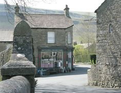Make your way through the Yorkshire Dales National Park & you'll pass one picturebox village after another. Stone cottages, a single shop, pub, church & a tea room for the tourists: all set amid a landscape of endless green hills & dry-stone walls. Kettlewell is one of the prettiest in the Dales but spared the crazy overcrowding of nearby Grassington or Malham. It's a perfect place for a gentle stroll through the village or a more energetic hike on the surrounding hills.