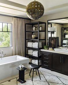 The house of Kourtney Kardashian in California, passed by – Interior Design Trends Diy Bathroom, Chic Bathrooms, Bathroom Updates, Neutral Bathroom, Bathroom Styling, Master Bathroom, Design Websites, Luxury Home Decor, Luxury Homes
