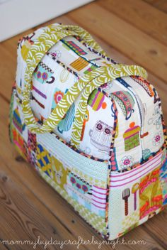 Mommy by day Crafter by night: Quilted Weekender Bag #5