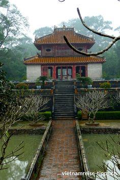 Hue - die alte Kaiserstadt in Zentralvietnam ist einen Abstecher wert. Selbst bei schlechtem Wetter - so wie wir es hatten - gibt es einiges zu sehen und zu entdecken. Guide oder Fahrräder schnappen und los geht's. *** #Vietnam #Vietnamreise #Hue #Reisetipps #Vietnamtipps   #Reisebericht #reisen