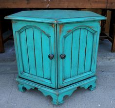 Ranch Western Furniture and Rustic Furniture Thrift Store Furniture, Paint Furniture, Upcycled Furniture, Furniture Projects, Furniture Makeover, Cool Furniture, Refinished Furniture, Furniture Design, Wood Projects