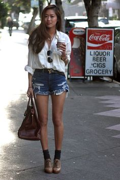 White Vintage Blouse / Blue Levi's Cut-Off Shorts / Beige Oxford Platform Pumps Levis, Song Of Style, Style Me, Simple Style, Socks Outfit, Chloe, Summer Outfits, Cute Outfits, Look Fashion