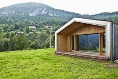 estudoquarto studio di Architettura: Casa lineare xlam