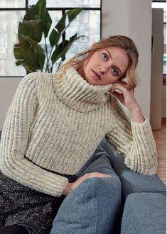 Cropped Sweater in Hayfield Bonus DK Turtleneck Outfit, Sweater Outfits, Cropped Sweater, Sweater Knitting Patterns, Knitting Ideas, Photography Poses Women, Keep Warm, Lana, Knitwear