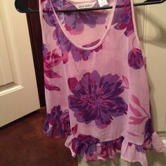 Floral Tank Top Super cute flowy floral top. Easy to pair with sandals and jeans or shorts! Very flattering. Tops Tank Tops