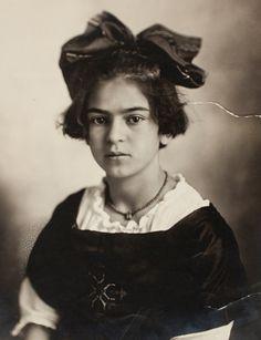 Frida Kahlo Bio & Facts
