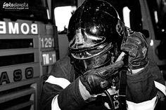 SALVADORES, HÉROES COTIDIANOS. EN BLANCO Y NEGRO. Homenaje a todos los bomberos,  en el aniversario de la fecha en que 10 de estos héroes cotidianos perdieron la vida en el incendio de los Almacenes Arias.