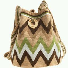 WAYUU TAYA Susu Hand Woven Bag Choosing bags reported by figure Bags are probably the Diy Crochet Bag, Bead Crochet, Tapestry Bag, Tapestry Crochet, Crochet Handbags, Crochet Purses, Mochila Crochet, Craft Bags, Handmade Handbags