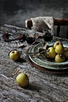 Pratos e Travessas: Uma tarte rústica de alheira, couve e maça verde   Alheira, green cabbage and green apple rustic tart   Food, photograph...