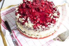 Himbeer Torte - Der absolute Himbeer Traum Mit Vanilliecreme Today there is delicious raspberry cake Keto Recipes, Cake Recipes, Lasagna Recipes, Lasagna Soup, Fruit Wedding Cake, Raspberry Cake, Vanilla Cream, Food Cakes, Chocolate Recipes