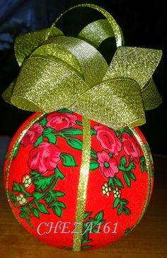 Jakiś czas temu nauczyłam się (dzięki bardzo zdolnej Pani, która pokazała) jak zrobić bombki z użyciem materiału :)   Do wykonania takiej bo... Holidays And Events, Gift Wrapping, Christmas Ornaments, Holiday Decor, Gifts, Home Decor, Gift Wrapping Paper, Presents, Decoration Home