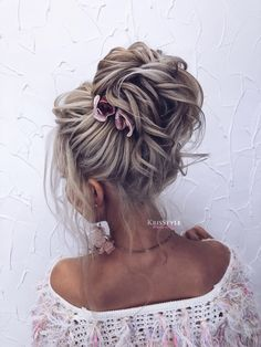 updo hairstyles for school Popular Haircuts Quince Hairstyles, Ball Hairstyles, Bride Hairstyles, Messy Hairstyles, Wedding Hair Up, Bridal Hair Updo, Hairdo For Long Hair, Mother Of The Bride Hair, Bridal Hair Inspiration