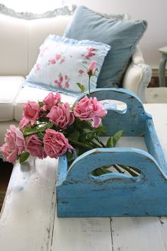 Shabby chic, love these colors!