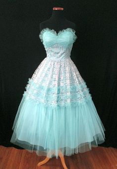 Out of this World Strapless Turquoise Lace & Tulle Party Prom Wedding Cocktail Dress! This gorgeous vintage dress is a real head turner! Vintage Party Dresses, Cute Dresses, Vintage Outfits, Vintage Fashion, Vintage Wear, Vintage Clothing, Turquoise Party, Tulle, Prom