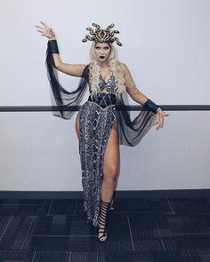 Halloween And More, Halloween Goodies, Halloween 2020, Halloween Town, Halloween Rocks, Medusa Halloween Costume, Couple Halloween Costumes, Halloween Outfits, Disney Costumes