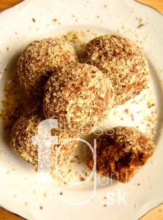 Raw mrkvovo-datlové guľky