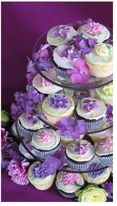 Decora tu boda violeta, lila o morado! Te presento ideas de centros de mesa, flores y comida con color violeta para que utilices este color con estilo