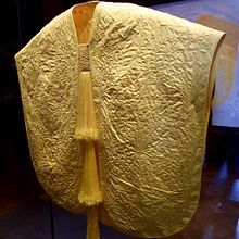 21 October, 2017 - dhwty World's Rarest Textile is Made From the Silk of One Million Spiders A cape made from Madagascar Golden Orb spider silk exhibited at London's Victoria and Albert Museum.