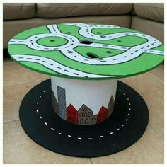 Bottom with roads painted on as seen here, top with felted green for building small world play scenes. Decoration Creche, Spool Tables, Crafts For Kids, Diy Crafts, Small World Play, Outdoor Learning, Outdoor Play, Outdoor Classroom, Wooden Spools